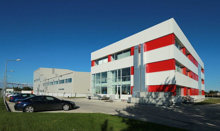 Romcolor - Production hall, warehouse and office building for plastic pigments
